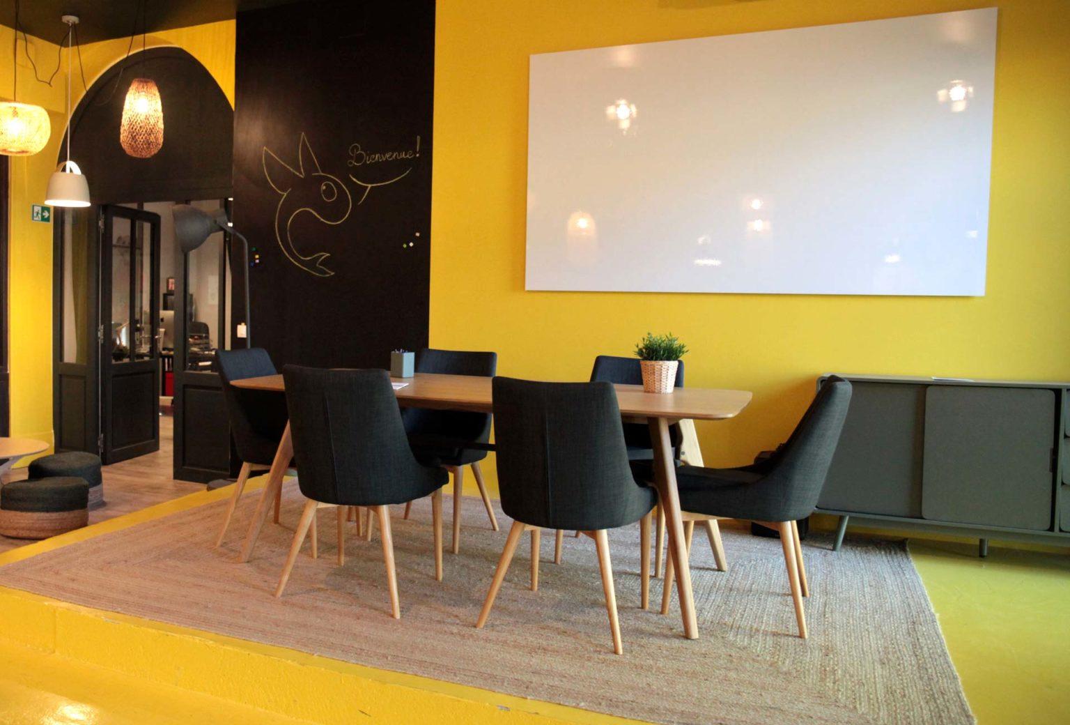Salle de réunion et de séminaires centre Lyon - configuration îlot de travail